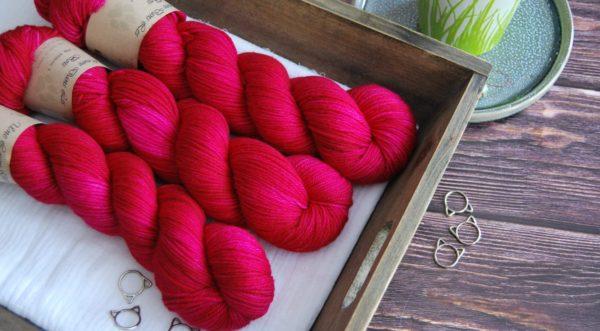 une-louve-dans-les-bois-1-laine-artisanal-teinte-main-DK-merino-bollywood