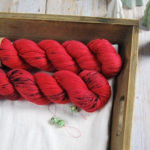 une-louve-dans-les-bois-1-laine-artisanal-teinte-main-DK-merino-jolis-coquelicots