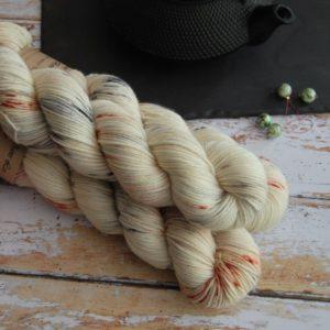 une-louve-dans-les-bois-1-laine-artisanal-teinte-main-DK-merino-nebuleuse