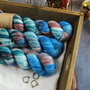 une-louve-dans-les-bois-1-laine-artisanal-teinte-main-DK-merino-nympheas
