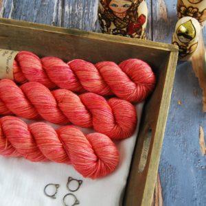 une-louve-dans-les-bois-1-laine-artisanal-teinte-main-DK-merino-palais-des-vents