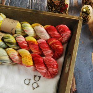une-louve-dans-les-bois-1-laine-artisanal-teinte-main-DK-merino-soleil-couchant-sur-la-ville