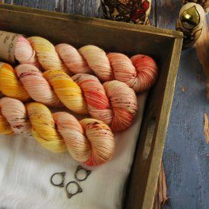 une-louve-dans-les-bois-1-laine-artisanal-teinte-main-DK-merino-waiting-for-summer