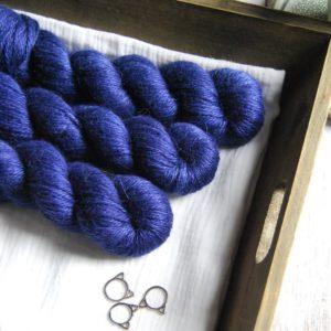 une-louve-dans-les-bois-1-laine-artisanal-teinte-main-alpaga-soie-cachemire-ARAN-sailors-and-fishermen