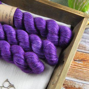 une-louve-dans-les-bois-1-laine-artisanal-teinte-main-alpaga-soie-cachemire-DK-1001-nuits
