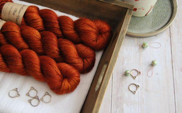 une-louve-dans-les-bois-1-laine-artisanal-teinte-main-alpaga-soie-cachemire-DK-fall