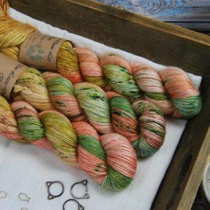 une-louve-dans-les-bois-1-laine-artisanal-teinte-main-alpaga-soie-cachemire-DK-honeymoon