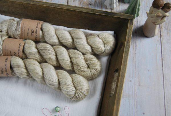 une-louve-dans-les-bois-1-laine-artisanal-teinte-main-alpaga-soie-cachemire-DK-latte