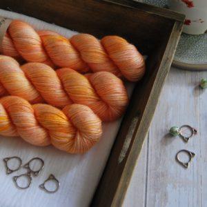 une-louve-dans-les-bois-1-laine-artisanal-teinte-main-alpaga-soie-cachemire-DK-marmelade-d-agrumes