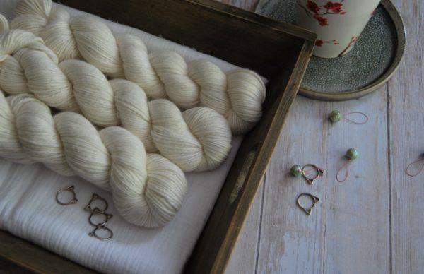 une-louve-dans-les-bois-1-laine-artisanal-teinte-main-alpaga-soie-cachemire-DK-mer-d-amundsen