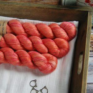 une-louve-dans-les-bois-1-laine-artisanal-teinte-main-alpaga-soie-cachemire-DK-palais-des-vents