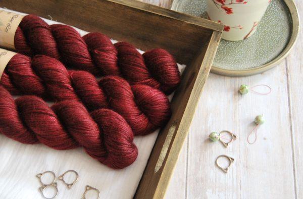 une-louve-dans-les-bois-1-laine-artisanal-teinte-main-alpaga-soie-cachemire-DK-petite-griotte