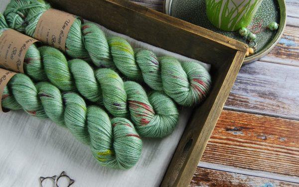 une-louve-dans-les-bois-1-laine-artisanal-teinte-main-alpaga-soie-cachemire-DK-sirenes