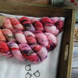 une-louve-dans-les-bois-1-laine-artisanal-teinte-main-alpaga-soie-cachemire-aran-festival