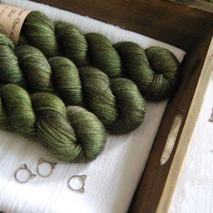 une-louve-dans-les-bois-1-laine-artisanal-teinte-main-alpaga-soie-cachemire-broceliande