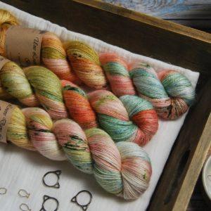 une-louve-dans-les-bois-1-laine-artisanal-teinte-main-alpaga-soie-cachemire-honeymoon
