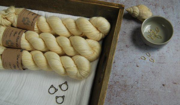 une-louve-dans-les-bois-1-laine-artisanal-teinte-main-alpaga-soie-cachemire-soleil-de-minuit