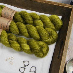 une-louve-dans-les-bois-1-laine-artisanal-teinte-main-alpaga-soie-cachemire-sous-les-tilleuls