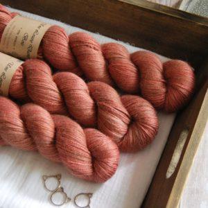 une-louve-dans-les-bois-1-laine-artisanal-teinte-main-alpaga-soie-cachemire-tea-time