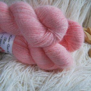une-louve-dans-les-bois-1-laine-artisanal-teinte-main-angora-coral-bay