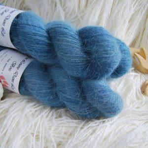 une-louve-dans-les-bois-1-laine-artisanal-teinte-main-angora-dans-les-profondeurs