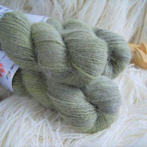 une-louve-dans-les-bois-1-laine-artisanal-teinte-main-angora-en-terres-d-irlande