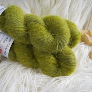 une-louve-dans-les-bois-1-laine-artisanal-teinte-main-angora-foret-noire