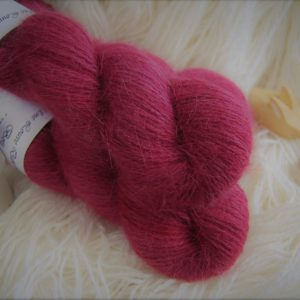 une-louve-dans-les-bois-1-laine-artisanal-teinte-main-angora-petite-griotte