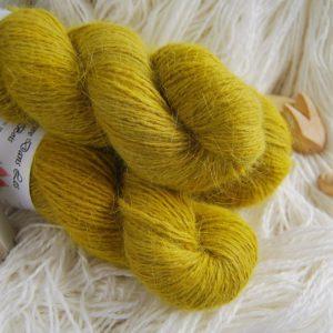 une-louve-dans-les-bois-1-laine-artisanal-teinte-main-angora-ruee-vers-l-or