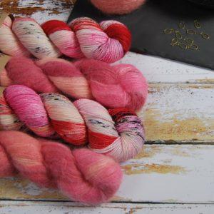 une-louve-dans-les-bois-1-laine-artisanal-teinte-main-emy-merino-surialpaga-festival