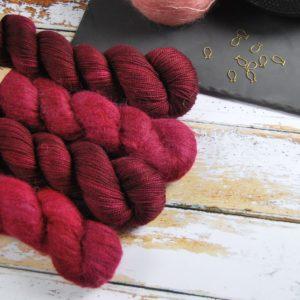 une-louve-dans-les-bois-1-laine-artisanal-teinte-main-emy-merino-surialpaga-petite-griotte