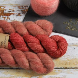 une-louve-dans-les-bois-1-laine-artisanal-teinte-main-emy-merino-surialpaga-tea-time