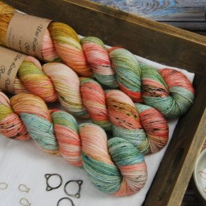 une-louve-dans-les-bois-1-laine-artisanal-teinte-main-merino-twist-sock-honeymoon
