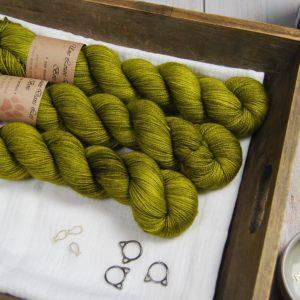 une-louve-dans-les-bois-1-laine-artisanal-teinte-main-merino-twist-sock-sous-les-tilleuls
