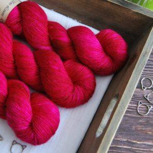 une-louve-dans-les-bois-1-laine-artisanal-teinte-main-single-merino-bollywood