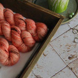 une-louve-dans-les-bois-1-laine-artisanal-teinte-main-single-merino-caliente