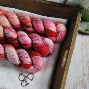 une-louve-dans-les-bois-1-laine-artisanal-teinte-main-single-merino-festival