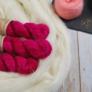 une-louve-dans-les-bois-1-laine-artisanal-teinte-main-superkid-mohair-bollywood