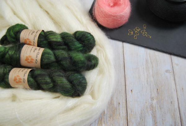 une-louve-dans-les-bois-1-laine-artisanal-teinte-main-superkid-mohair-broceliande