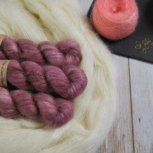 une-louve-dans-les-bois-1-laine-artisanal-teinte-main-superkid-mohair-bruyere-d-hiver