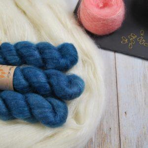 une-louve-dans-les-bois-1-laine-artisanal-teinte-main-superkid-mohair-dans-les-profondeurs