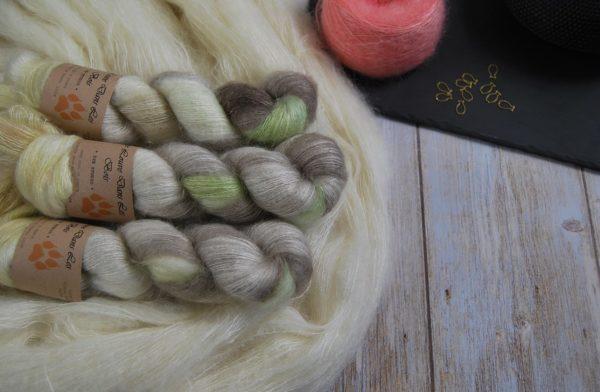 une-louve-dans-les-bois-1-laine-artisanal-teinte-main-superkid-mohair-ecumes
