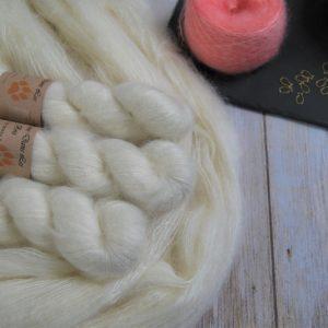 une-louve-dans-les-bois-1-laine-artisanal-teinte-main-superkid-mohair-en-mer-d-amundsen