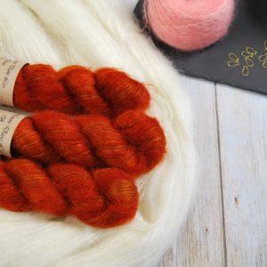 une-louve-dans-les-bois-1-laine-artisanal-teinte-main-superkid-mohair-fall