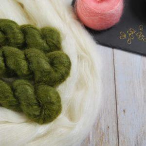 une-louve-dans-les-bois-1-laine-artisanal-teinte-main-superkid-mohair-foret-noire
