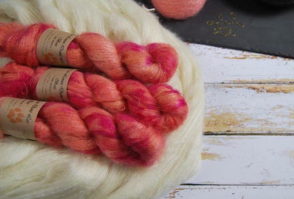 une-louve-dans-les-bois-1-laine-artisanal-teinte-main-superkid-mohair-palais-des-vents