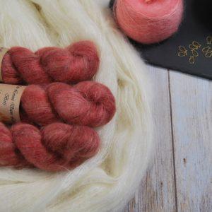 une-louve-dans-les-bois-1-laine-artisanal-teinte-main-superkid-mohair-tea-time