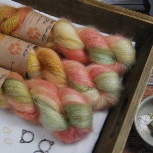 une-louve-dans-les-bois-1-laine-artisanal-teinte-main-superkidsilk-honeymoon