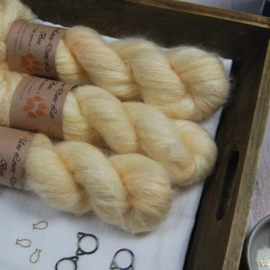 une-louve-dans-les-bois-1-laine-artisanal-teinte-main-superkidsilk-soleil-de-minuit