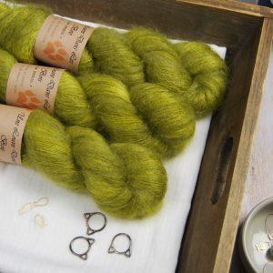 une-louve-dans-les-bois-1-laine-artisanal-teinte-main-superkidsilk-sous-les-tilleuls